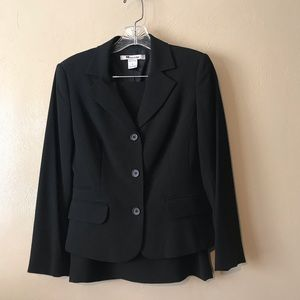 Nygard black skirt suit size 6P, Buttons & pockets